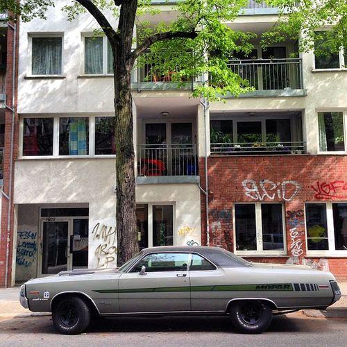 #Chrysler #Classiccar #Berlin #Fhain Berlin Karre Soloparking Classiccar Chrysler Fhain Boschkarren