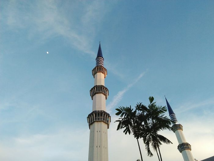 Palm Tree Travel Destinations Tree Sky Travel Tourism City Architecture Blue Cloud - Sky Outdoors Statue Day Nature Mosque Architecture No People Mosque Photography Shahalam