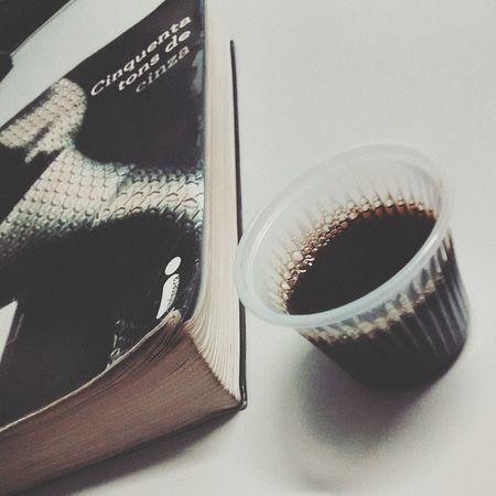 Bomdia Good Morning! Um bom café e um bom livro. ??❤ ????☕ Love My Coffee❤ Cinquentatonsdecinza Books ♥