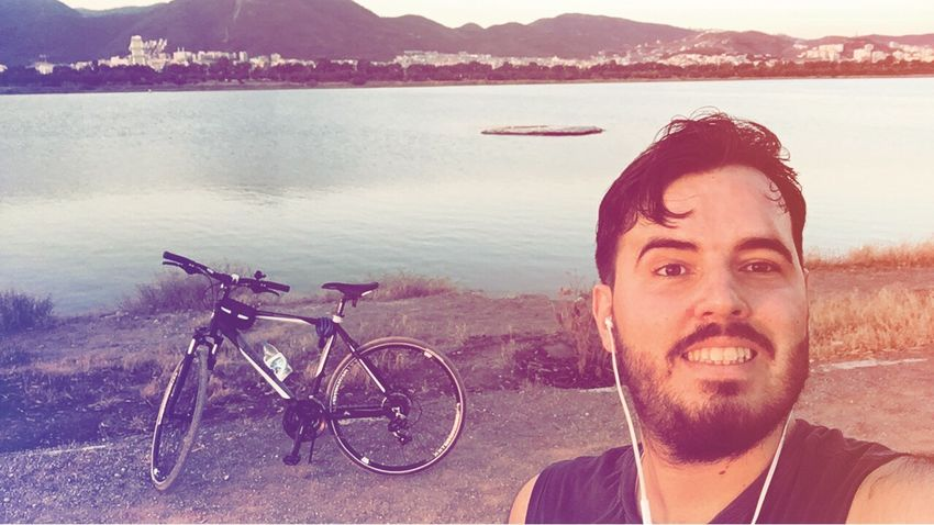 Kaldığımız yerden devam 😊🚴🚴 Bicycle Mountain Portrait Nature Young Adult Only Men Beard One Man Only Beauty In Nature Water Sea Smiling Lifestyles One Person Adult Men Outdoors Looking At Camera Beach Happiness Bianchi Bianchitürkiye
