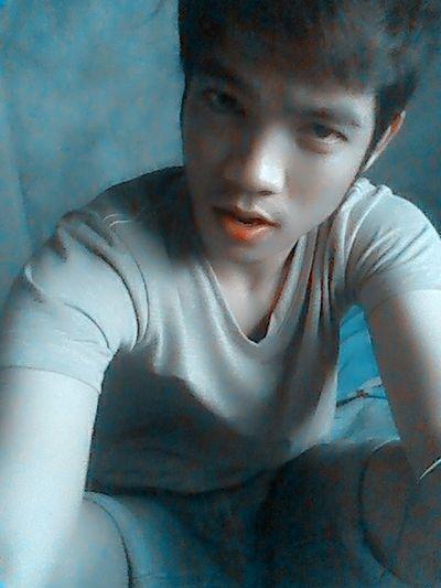 Taking Photos Filipino Selfie Chinito