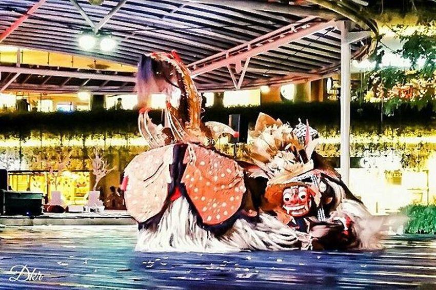 Stage Stagephotography Dance Barongdance Culture Traditional Event Beachwalk Bali Photograph PhonePhotography Mobilephotography Fotografi Fotografiponsel Matalensa Mataponsel Mataponsel_bali Kamerahpgw Kamerahpgw_bali Picture Instagram Igers Igersbali Balicili Pixelpanda