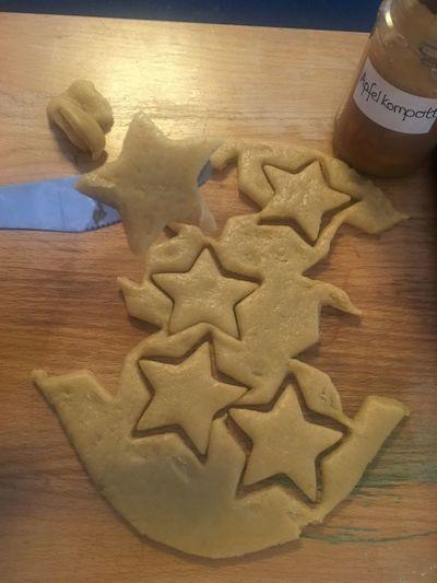 Sterne  Kekse Marmelade Kekse Backen Sterne  Cookies Teigwaren Food And Drink Indoors  Cookie Sweet Food Table Food Baked Celebration Christmas Still Life Star Shape