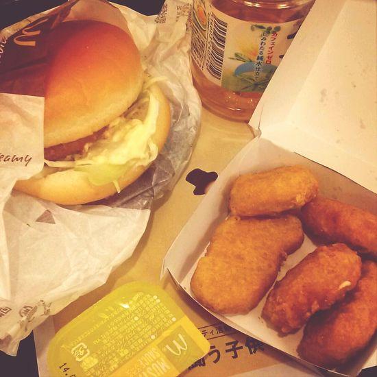 グラコログラコログラコログラコロ グラコロ~♪ 実ははじめて食べる~ Eating McDonald's