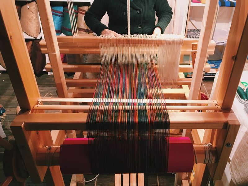Weaving Weaving Machine Loom Hand Made Craft Manufacturing Working Manual Worker Thread Unidentifiable People