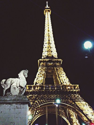 Night view. Sightseeing Tour Eiffel Paris MomoTravels