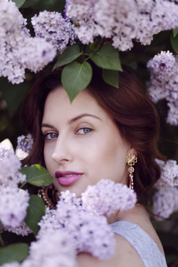 Lilac Flower Portrait Of A Woman Visual Creativity Woman Gilr Lila Portrait Portrait Photography Spring Flowers Springtime