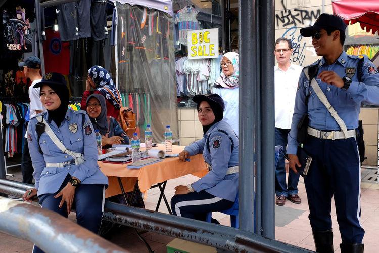 DBKL officers on duty at Petaling Street. City Council City Services DBKL Dewan Bandaraya Kuala Lumpur Kuala Lumpur Malaysia  Offiicial People Street Streetphotography Town