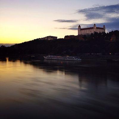 Bratislava #castle from #SNP #bridge ☀️☀️#allshots_ #citybridges #gang_family #iccity #ic_cities #o2travel #slovakia #top_masters Citybridges Bridge Castle Slovakia Gang_family Snp Allshots_ Ic_cities O2travel Top_masters Iccity