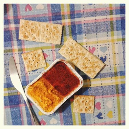 Spuntino con formaggio spalmabile al curry e alla paprika. Table Cloth Cheese Curry Paprika Crackers Jause Spuntino Quark Food And Drink Smartphone Photography Mobilephotography S3 Mini Multi Colored Directly Above Close-up Food And Drink Checked