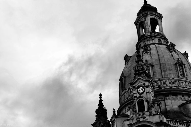 Low Angle View Sky Cloud - Sky Day Religion No People Architecture Outdoors Building Exterior Spirituality History Place Of Worship Built Structure Architecture Frauenkirche Frauenkirche Dresden Dresden Blackandwhite Germany Kontrast Contrast Canon (Dresden)