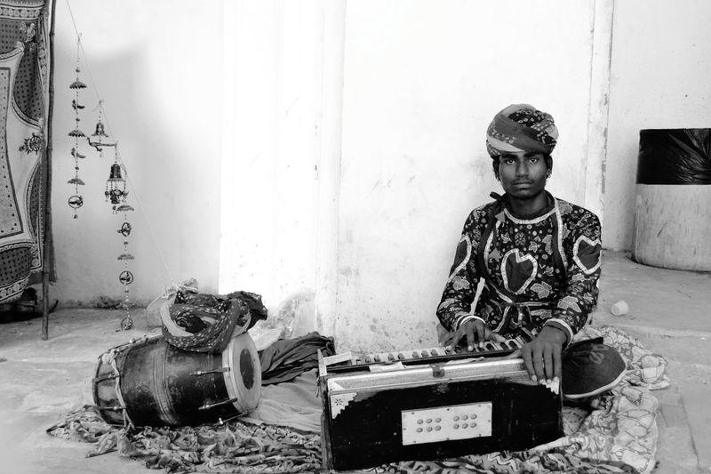 Up Close Street Photography Playing chords of Penury. Taken at Amerfortjaipur