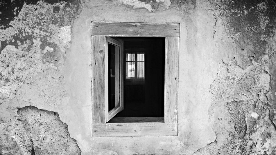 Blackandwhite Abondoned Buildings Abondoned Places Old House Window Windows Old Monocrome Photography