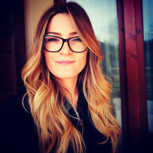 me Glasses Autumn colors The Portraitist - 2018 EyeEm Awards Selfie ✌ Relaxing Young Women Beautiful Woman Beauty Portrait Human Face Front View Close-up Thinking The Modern Professional My Best Photo International Women's Day 2019