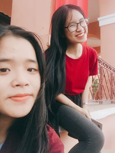Two People Teenage Girls Togetherness Smiling Outdoors Outfitoftheday Outfit Freshness Vietnamese Triển Happiness Friendship Young 加油清泉 Saigonese Childhood Triển Và Đồng Bọn Young And Beautiful 胡志明 西贡 Eyeglasses  Lifestyles 很可爱