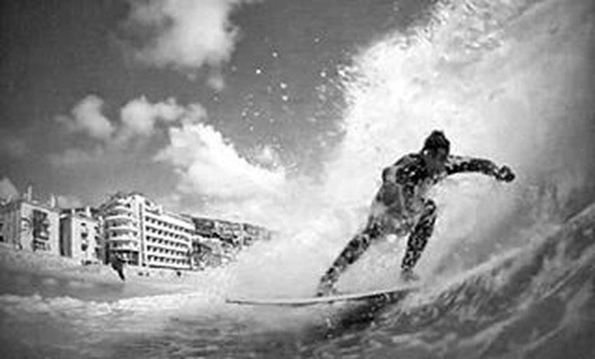 B & W 💀 Skimlife Skimboard Beastmode Theonlywaytolive Blackandwhite Onelifeonechance Passion Sealife Waves Zapskimboards Jangawetsuits Snapseed Snapseedaily Vscophoto Vscocam Nature Naturelovers Sesimbra Portugal