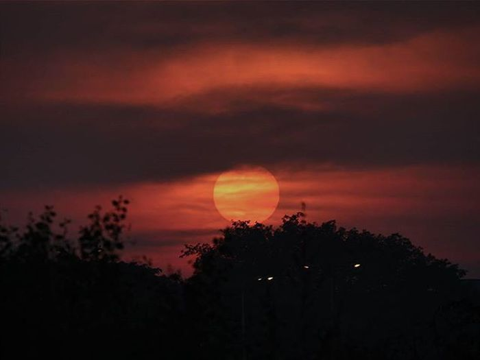 Collaboration with @siddhantgangawane_ Viewslikethese Sunset Sunsetdiaries Skies Cloudporn Silhouette Throughthewindow Igersnavimumbai Phodus_competition Itz_mumbai _soimumbai _soi Soiwalks Mumbai_uncensored Ig_india Indianphotography Indianphotographyclub Desi_dairies Storiesofindia Canon EOS700D Pixelpanda_india Photographers_crews Canon_photos Pw_mumbai pw_featured somumbai myhallaphoto inspirioindia iiframe @instagram