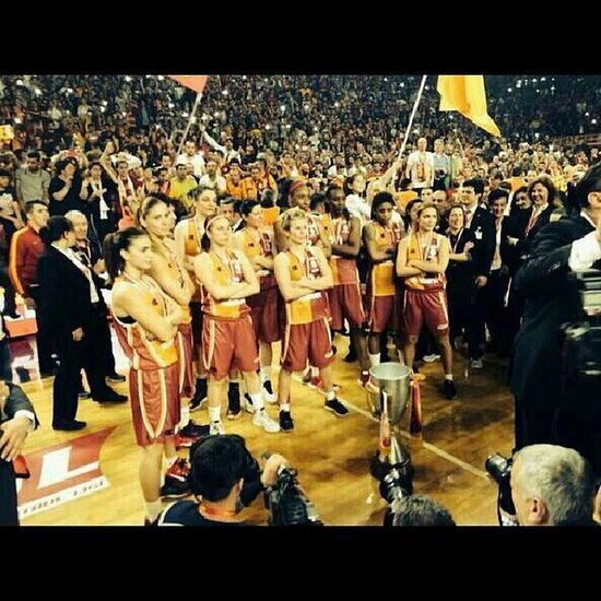 Şampiyonluk pozu ! GalataSaray Basketbol