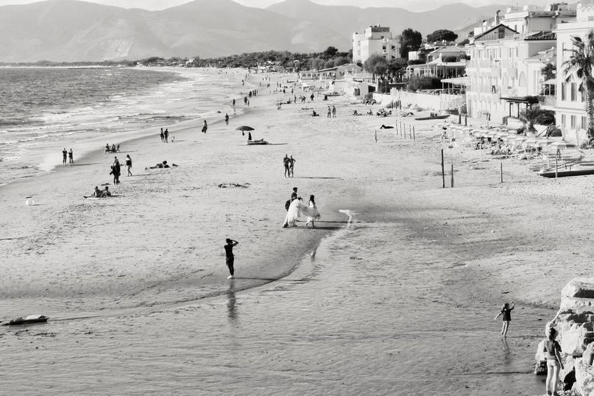 Monochrome Photography Spouse White Dress Beach Wedding Distance People Kid Waves Sealife Wedding Dress Long Vue White Waterfront Shore Scenery
