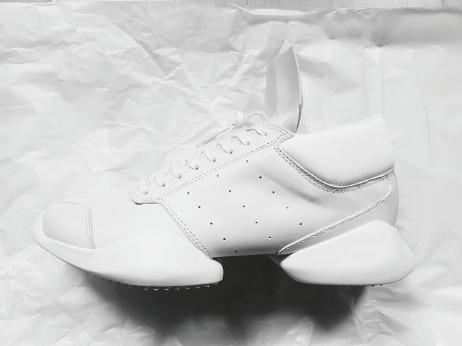 Something beautiful about white leather trainers we all love. Check This Out eyeemphotography Taking Photos Instagrammer Photooftheday Fashion Trainers Adidas RickOwens Streetstyle Shoes White Instadaily Trendstagram Menswear Accessoriess Walking Runway