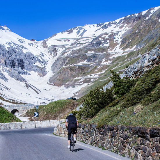 The road to the Stelvio 48 Curves Climbing A Mountain Cycling Italy Lonely Cyclist Mountain Snow Covered Mountains Stelviopass