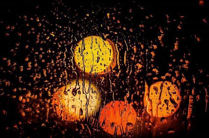 Reflex Pentax K50 50mm Photo Photographer Photograph 50mmlens Gocce Vetro Italy Italia Lombardia Pavia Pentaxfun Pentaxian Bokeh Bokehlicious Red Yellow Black Orange Inmacchina  Rain Night
