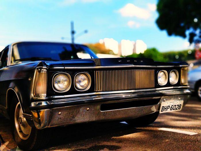 Ford Landau EyeEm Selects Old-fashioned Retro Styled Car Collector's Car Headlight Vintage Car Sky