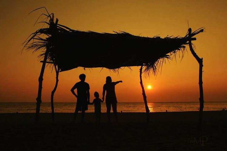 Framed EyeEm Selects Framed Sunset Silhouettes Beach Life Bataan Philippines Connected By Travel Family Bonds Family Family With One Child