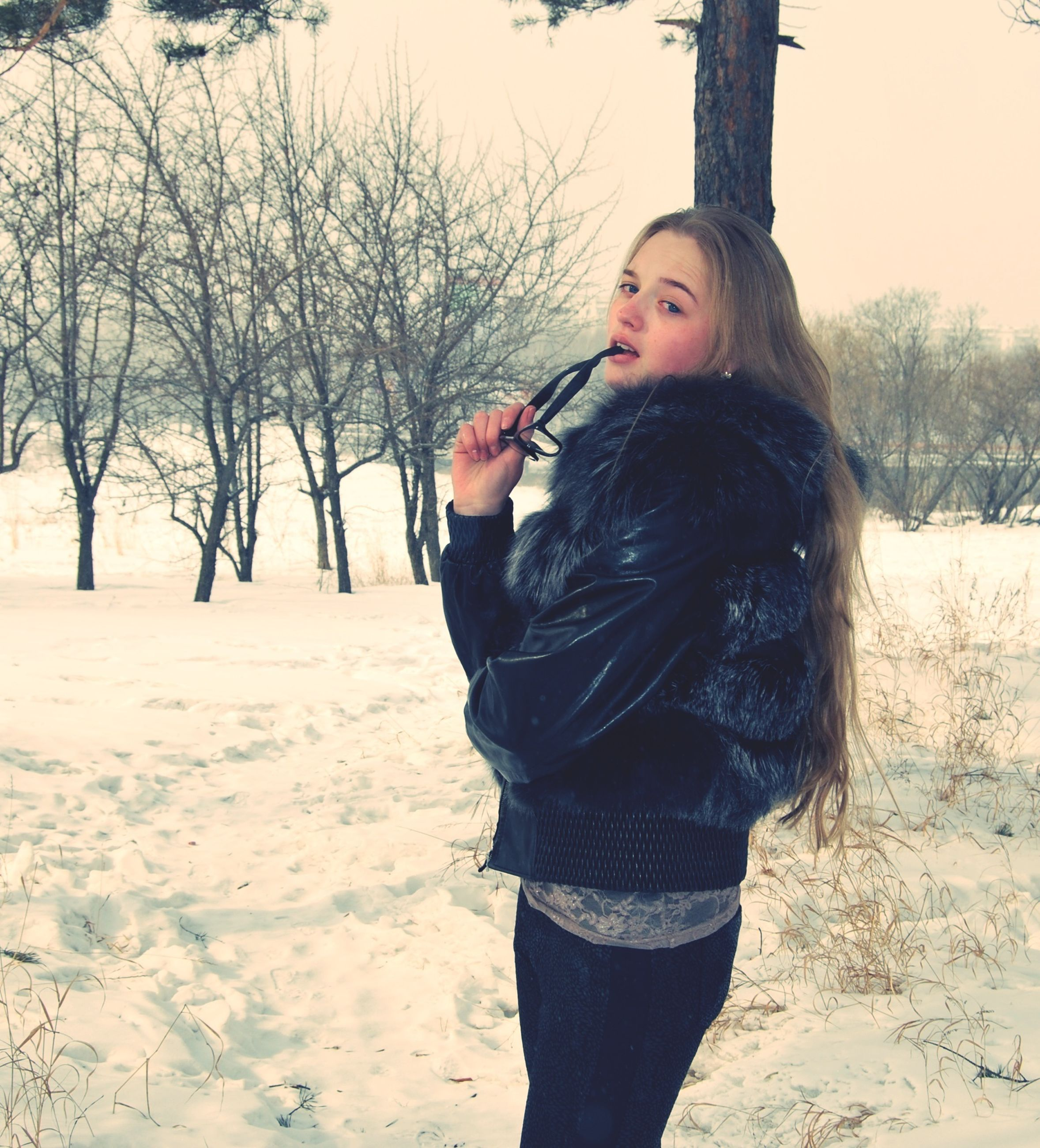 lifestyles, person, leisure activity, young adult, casual clothing, young women, standing, full length, front view, winter, tree, looking at camera, portrait, long hair, three quarter length, snow, smiling, happiness