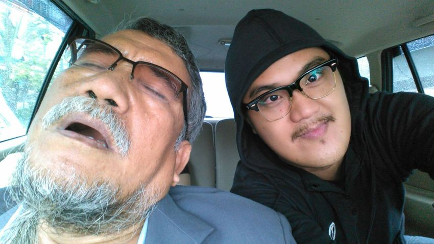 ...with my idol, Sidjabat Sr. The New Self-Portrait Check This Out Sleepyhead Pranking