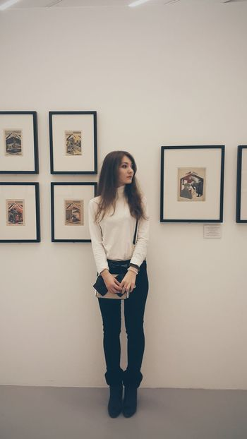 Uniqueness One Woman Only One Person Exhibition Drawing - Art Product People Only Women Young Women Young Adult Artist Day Adult Adults Only Day Dreaming VSCO City Russia City Life The Portraitist - 2017 EyeEm Awards
