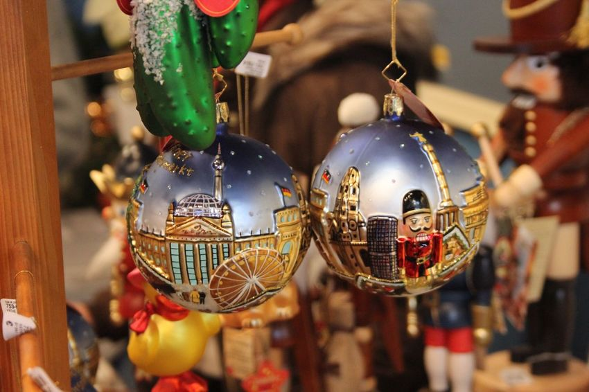 Kerstmis Kerst Noël Christmas Is Coming Christmas Balls Christmas Christmas Around The World Christmas Time Christmas Decoration