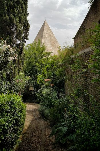 The Ancient Romans really had a thing for Egyptian stuff Pyramid Caio Cestio Tomb Ancient Architecture Monument Landmark