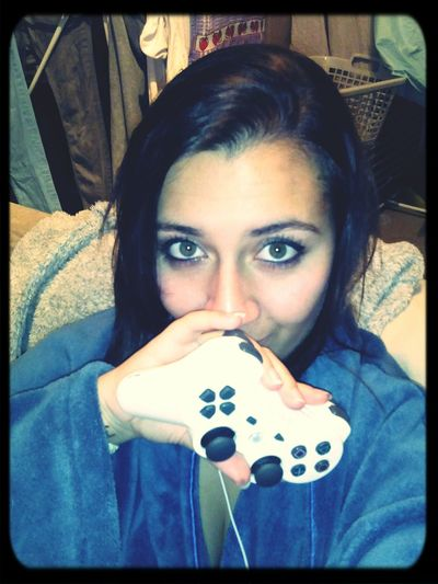 Prête pour une petite partie. Relaxing Playing Games Ps3