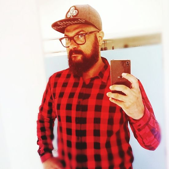 Red Color Modern Selfie Men Hipster - Person Lumberjack Mann Boituva Barba Alexandre Sales Brazil ❤ Barbudo Happy Sexyman Selfie ✌ Relaxing Moments Myself Photography Photo Color Beutiful  Brazil Brazilian Casual Clothing One Person