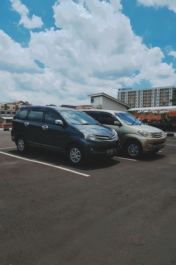 On parking area Toyota Avanza Avanzaindonesia Carlifestyle Carphotography Carporn Indonesiancarsociety Vscocam VSCO Vscoindonesia  Samsungphotography Samsungindonesia SamsungNoteFE City Moody Moodygrams Bayumh94 Car Old-fashioned Sky Cloud - Sky