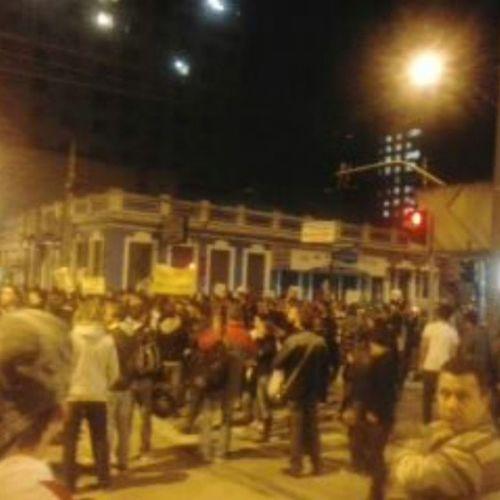 Manifestaçaopasselivre Manifestantes Curitibacidademodelo Trasportepublico reduçaodaspassagens manifestaçaopassifica
