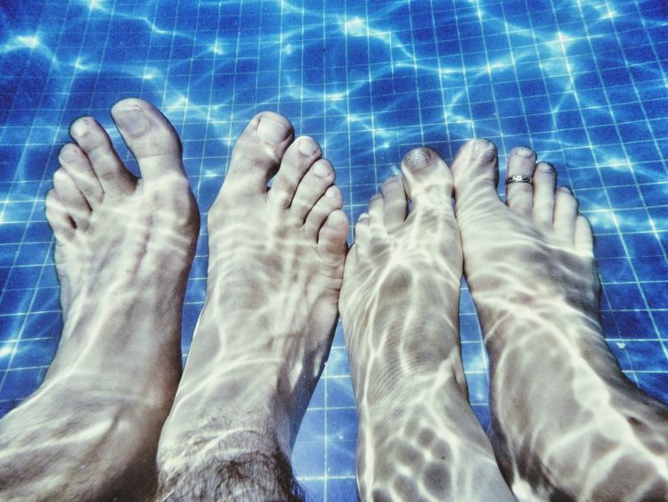 Relaxing Taking Photos Hanging Out Enjoying Life Feets My Feet Bare Feet Feetselfies My Feets Happy Feet Poolside Pool Time Poolday Pooltime Pool Side In The Pool