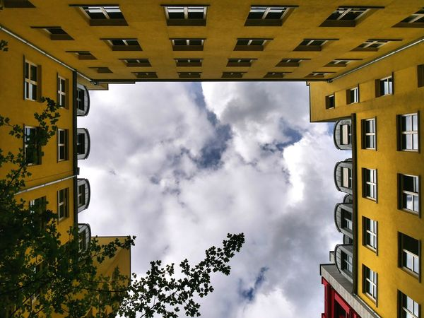 Cloud - Sky Architecture Building Exterior Sky Cityscape Outdoors Visualsoflife Best Shots EyeEm Passion Photographer Photography Themes Transfer_visions The Photojournalist - 2017 EyeEm Awards Agameoftones Berlinlovers Berlin, Germany  Looking Up City Built Structure Eyem Best Shots Skyscraper Travel Destinations EyEmNewHere Urban Skyline Eyeemnew