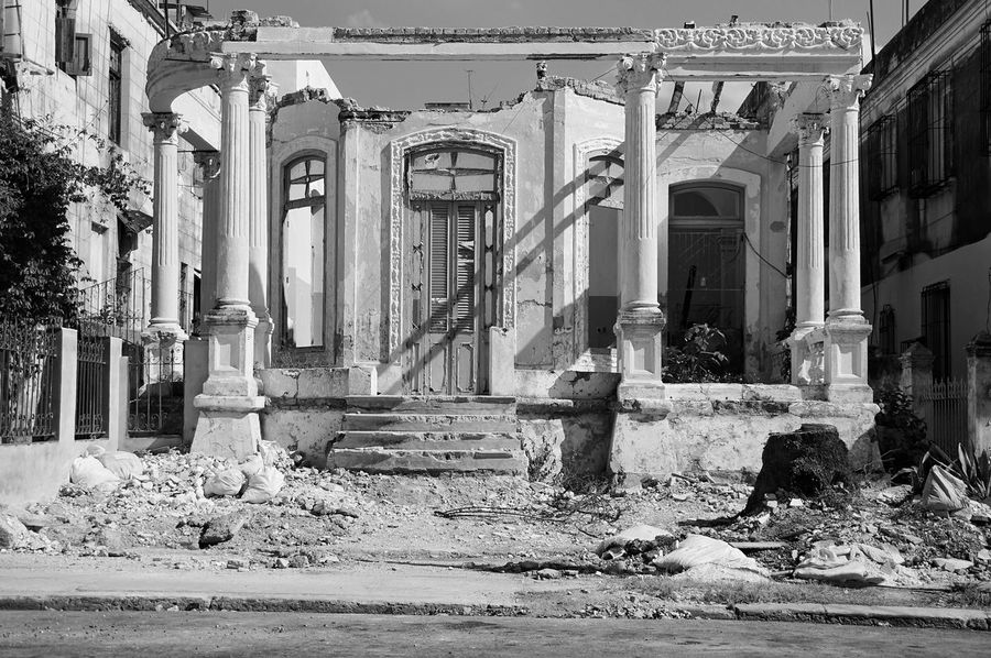 Architecture Built Structure Building Exterior Day Water Outdoors No People History Street Photography Havana Cuba Havanna, Cuba Travel Destinations Sky Abandoned Architecture The Street Photographer - 2017 EyeEm Awards The Architect - 2017 EyeEm Awards