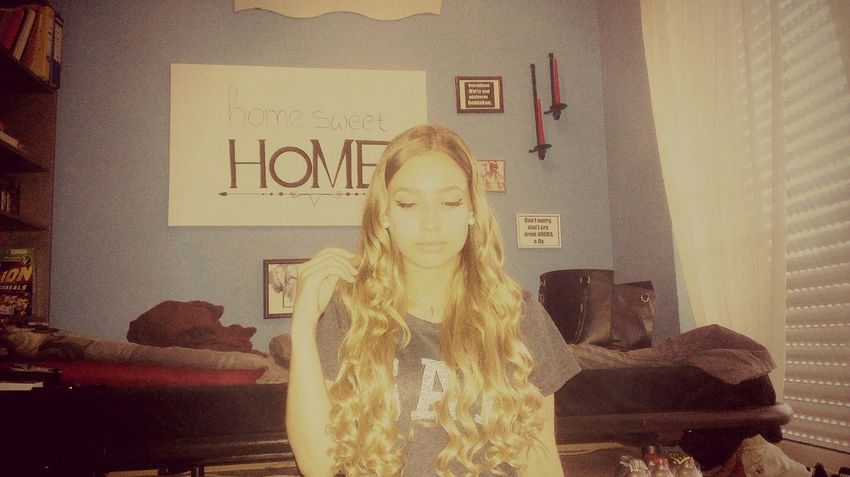 Relaxing Hello World Blonde ♡ Inmyroom Chilling Hanging Out Longhair @home Sweet Home