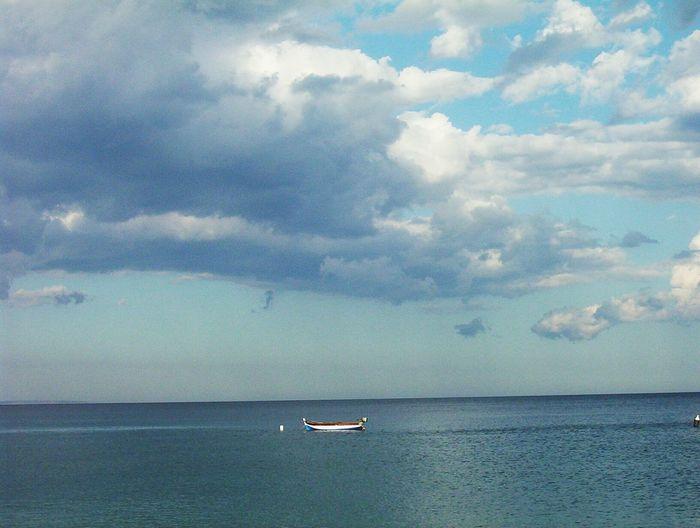 Nuvole Bianche Nuvole Quiete Tranquillity Tranqility Tranquillità Tranquille Mare Sea Celeste Volare Sul Mare Estate❤