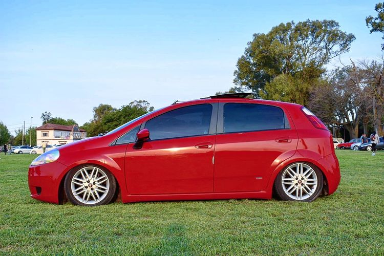 Red Tunning Baixo Rebaixados Fierros Photo Low Cars Show Cars Car Fiatpunto Fiat Auto Automobile Automotive Automotive Photography Antique Old-fashioned No People Blue Fire Engine Day Outdoors Tree Sky