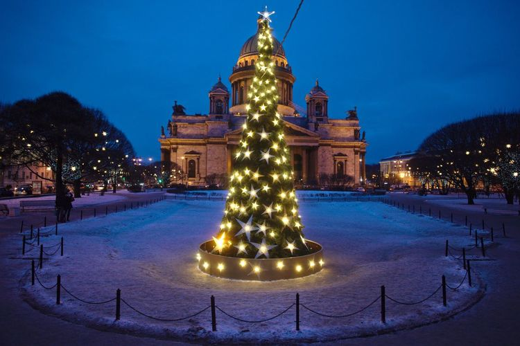 Isaac's Square, decorated to New Year. Christmas Christmas Lights Christmas Tree Famous Place International Landmark Isaac's Cathedral New Year New Year Around The World New Year Tree Saint Petersburg Twilight Winter