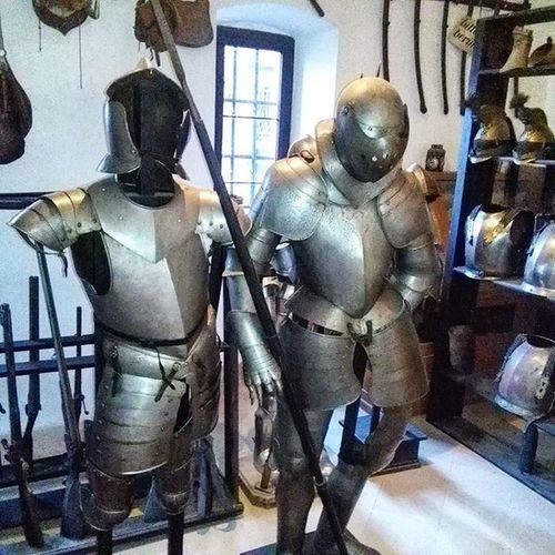 Burgreichenstein Waffenkammer Weaponsroom Armor Rüstung Rüstungen Waffe Waffen
