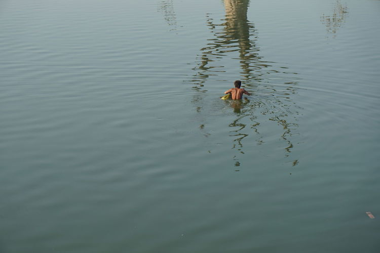 Swimming? Animal Animal Behavior Animal Themes Animals In The Wild Avian Bird Day Lake Nature Non-urban Scene One Animal Outdoors Reflection Rippled Swimming Tranquil Scene Tranquility Water Water Bird Water Surface Waterfront Wildlife Zoology Eyeemphoto A Bird's Eye View Lost In The Landscape