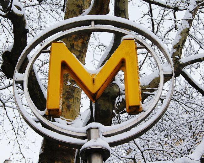 Métro Ⓜ #neigeparis #snowparis Metro Subway Paris Snow Snowparis Subway Sign