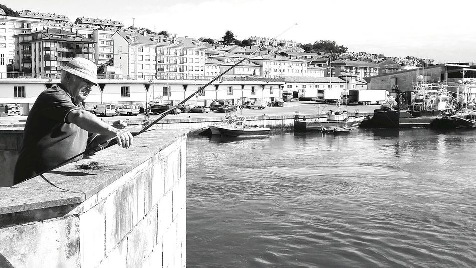 Man Fishing Fishing Ria Pescador Pueblo Marinero Mar Boats Barcos San Vicente De La Barquera Old Photo Blackandwhite Photography