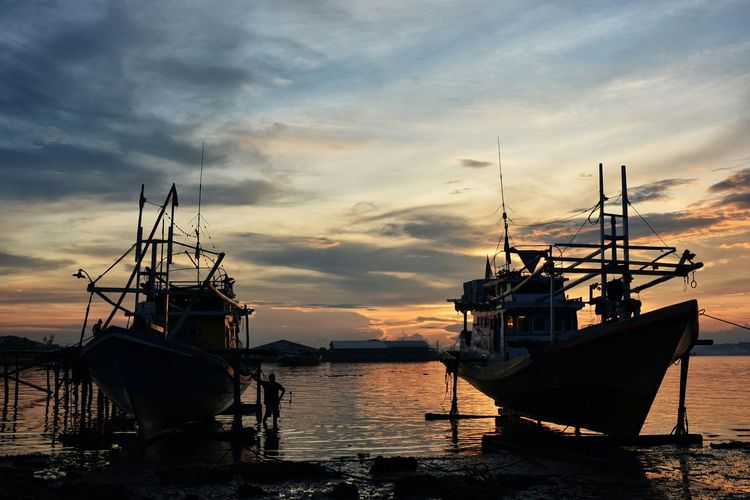 EyeEm Best Shots EyeEm Gallery Tadaa Community Nikonphotography Sunset_collection Sunset Silhouettes Sea And Sky EyeEm Best Shots - Sunsets + Sunrise Sunset Fishing Boat Kendari Bay