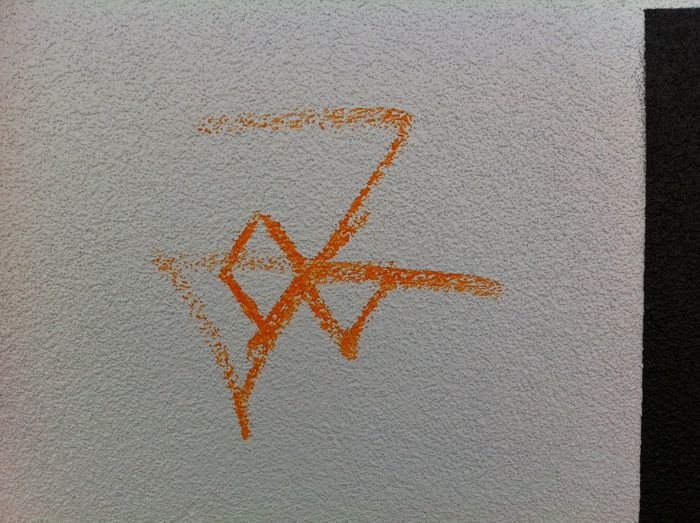 Chalk Challenge Graffiti Hakenkreuz NAZI Orange Color Tag Thumb Wall